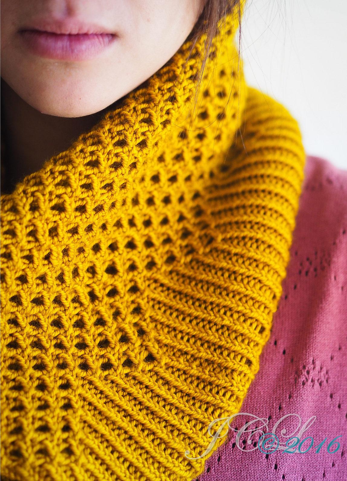 Easy Knitting Pattern for Mendia Cowl