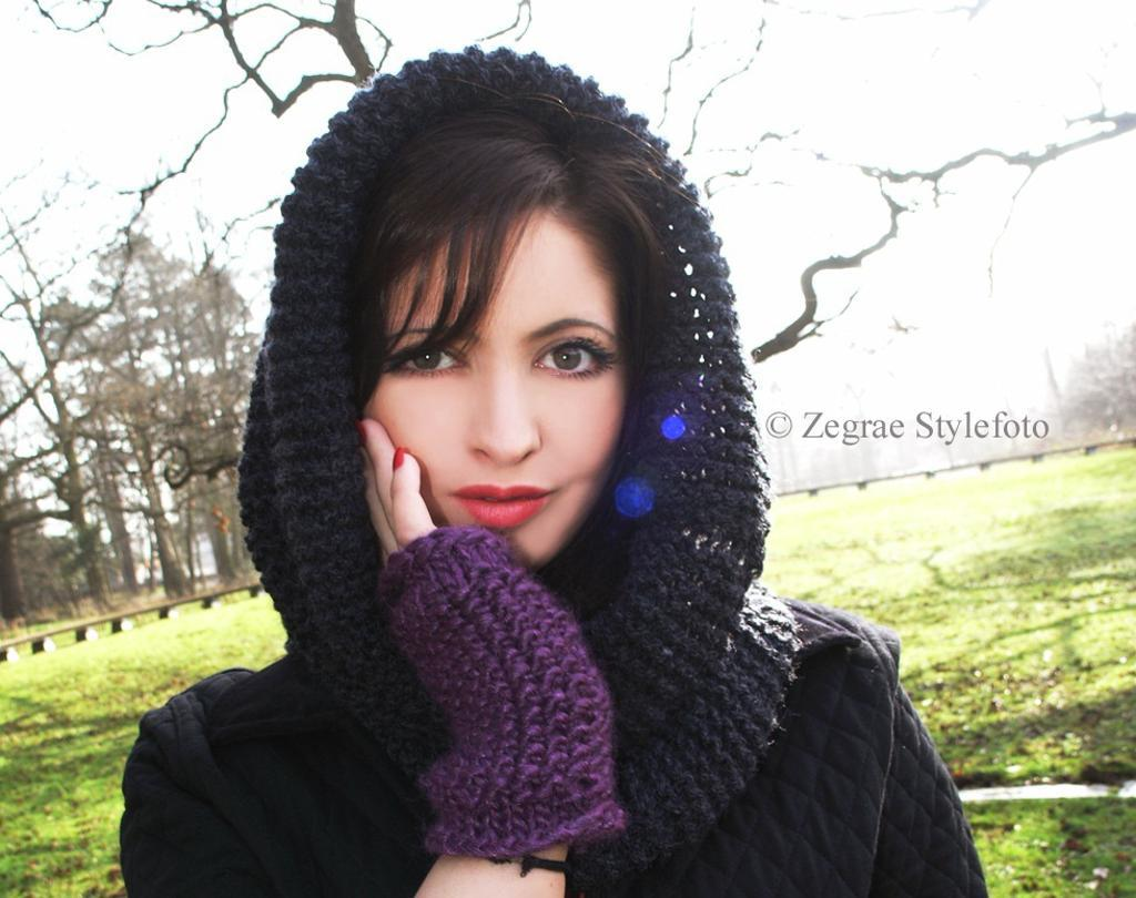 Cariad Cowl and Mitts Free Knitting Pattern and more free cowl knitting patterns at http://intheloopknitting.com/cowl-knitting-patterns/