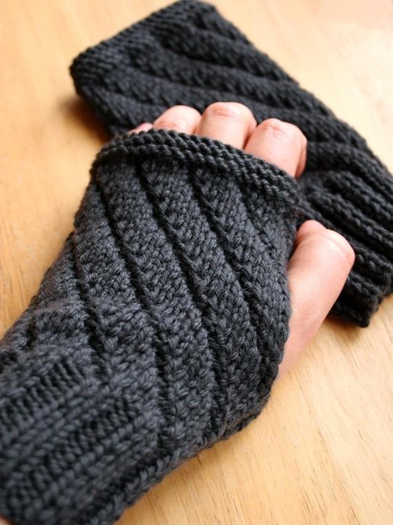 Knitting pattern for Darting Diagonals fingerless gloves