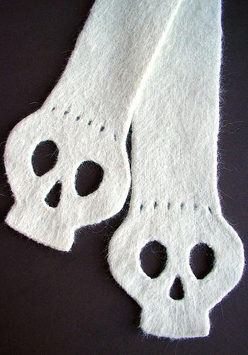 Free Yorick Scarf felted skull scarf