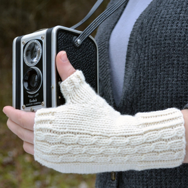 Knitting Pattern for Midwinter Stroll Mitts