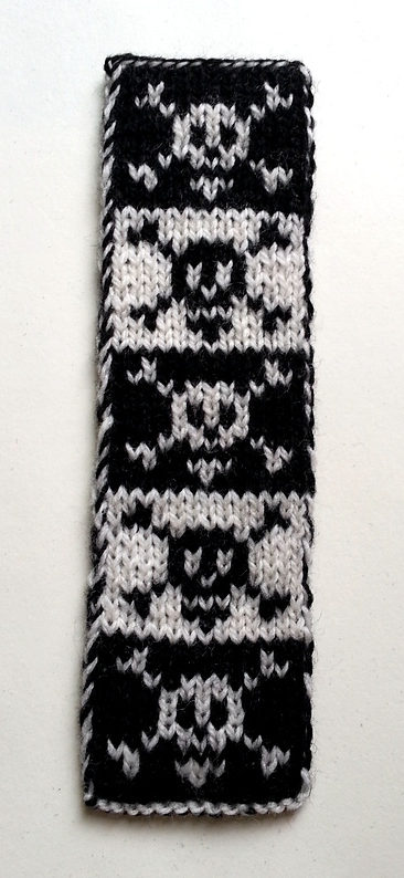Free Knitting Pattern for Pirate Bookscarf